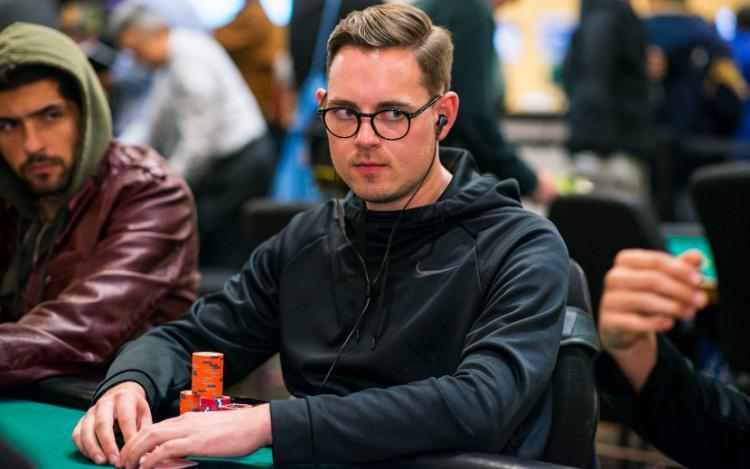 Toby Lewis lidera decisão do L.A. Poker Classic/CardPlayer.com.br