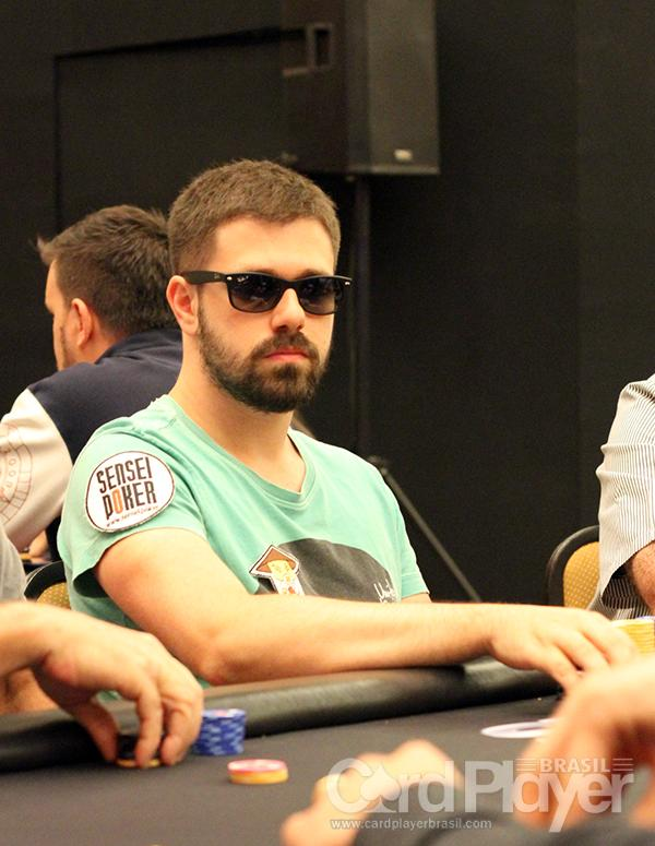 "Felipe ""lipe piv"" Boianovsky sobe ao pódio do Super Tuesday e do Fat Tuesday/CardPlayer.com.br"