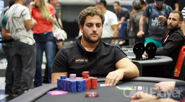 João Simão vence $1.050 Sunday Bounty Hunter e fatura US$ 53 mil/CardPlayer.com.br