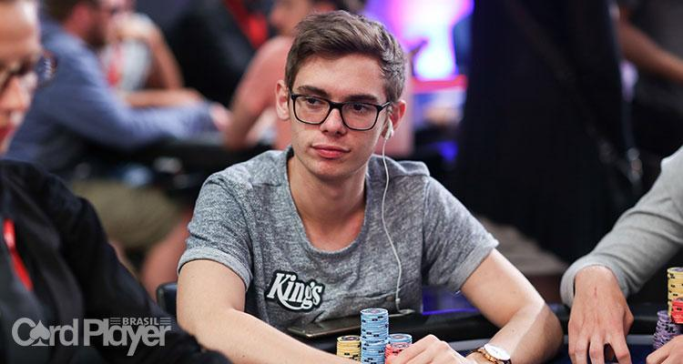 Fedor Holz ultrapassa Phil Hellmuth e se torna o sétimo jogador com mais ganhos nos torneios ao vivo/CardPlayer.com.br