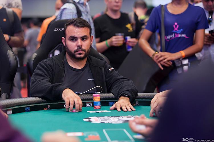 """Paulo """"Barão"""" Gonçalves lidera os brasucas no Dia 4 do Main Event da WSOP/CardPlayer.com.br"""