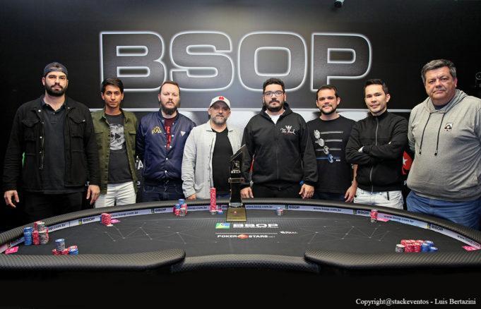 """Régis """"capotinha"""" Kogler lidera decisão do BSOP Gramado/CardPlayer.com.br"""