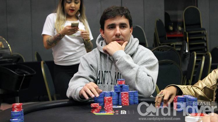 """Renato """"bauruzito"""" Valentim vence Big $215/CardPlayer.com.br"""