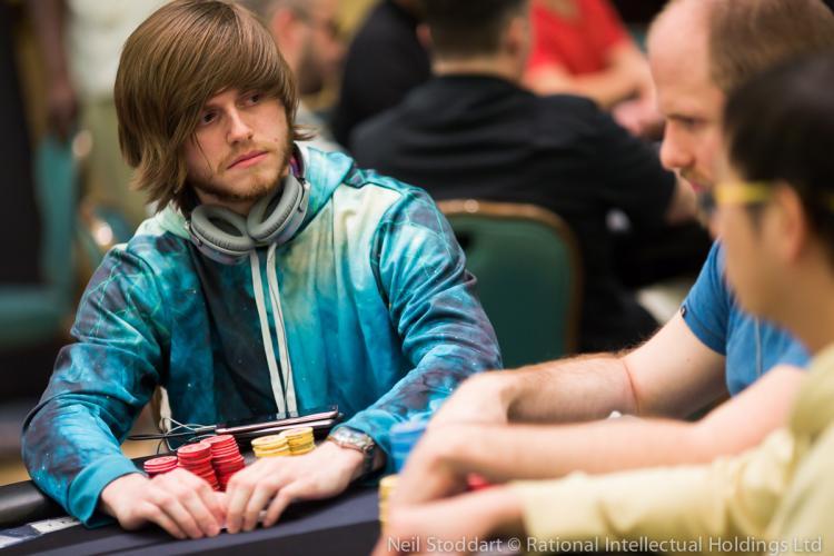 Charlie Carrel crava torneio do SCOOP após se registrar por engano/CardPlayer.com.br