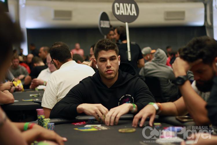 """Victor """"VICTOR TXR1"""" Teixeira é campeão do $530 Bounty Builder High Roller/CardPlayer.com.br"""