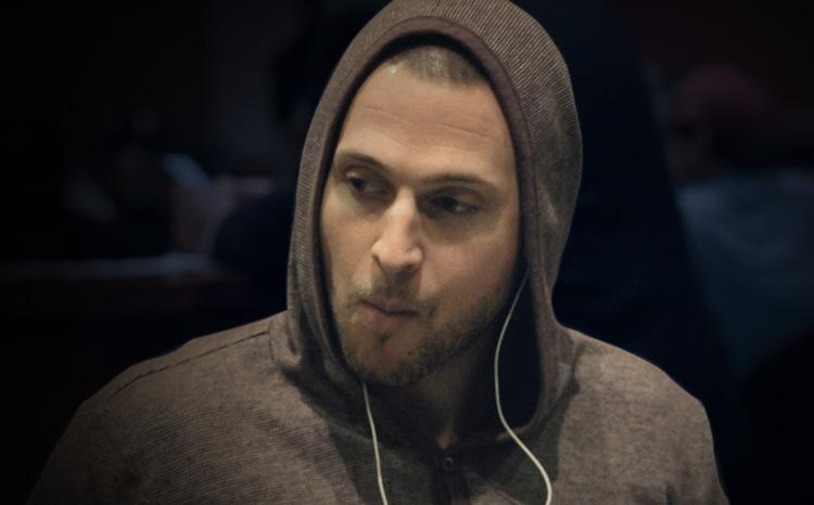 Jogador ganha US$ 60.000 depois de ficar 20 dias isolado em banheiro sem luz/CardPlayer.com.br
