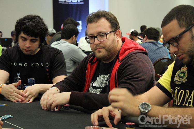 """Rodrigo """"digopapel"""" Semeghini é campeão do Evento 30-M do SCOOP/CardPlayer.com.br"""