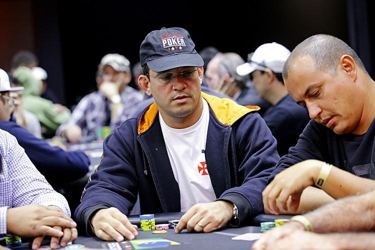 """Gustavo """"Vascão"""" Lopes lidera os brasileiros no Main Event da WSOP/CardPlayer.com.br"""