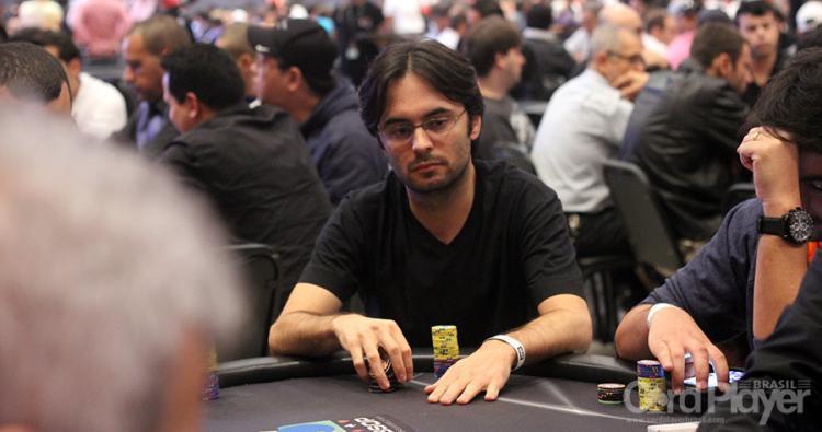 """Pedro """"peterwhooo"""" Correa forra pesado no $530 Bounty Builder High Roller/CardPlayer.com.br"""