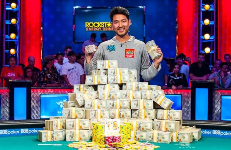 Cynn City! John Cynn é o campeão do Main Event da World Series of Poker 2018/CardPlayer.com.br