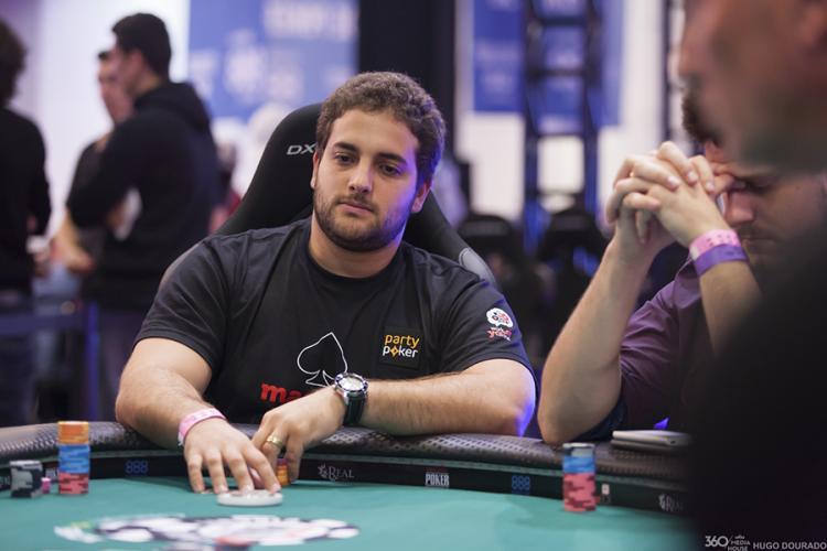 """João """"joaosimaobh"""" Simão fatura US$ 193 mil na Powerfest/CardPlayer.com.br"""