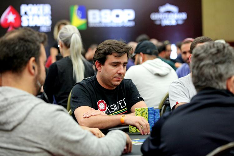 """Renato """"bauruzito"""" Valentim faz mais uma FT no Super Tuesday/CardPlayer.com.br"""