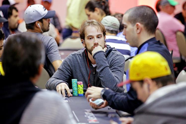 Evandro Vitoy lidera os brasileiros no Evento 37 da WSOP/CardPlayer.com.br