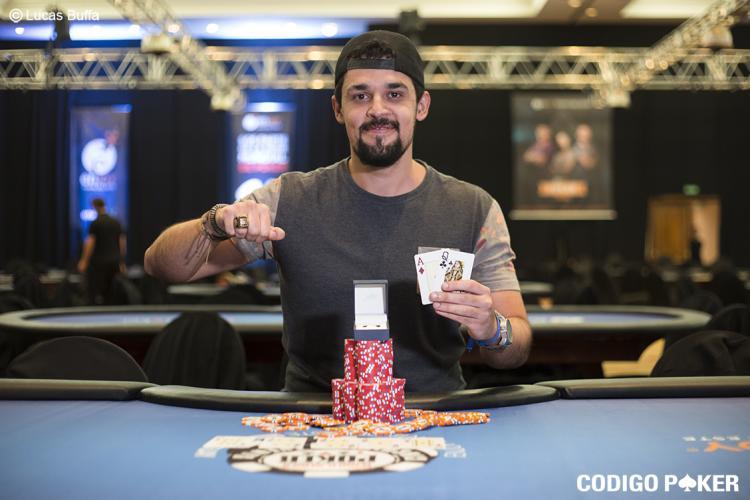 """Matheus """"M Cunha G"""" Cunha fatura último anel de ouro do WSOP Circuit Uruguai/CardPlayer.com.br"""