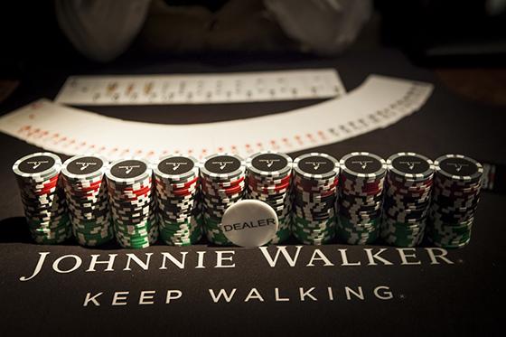 Johnnie Walker promove poker night no bar SubAstor /CardPlayer.com.br