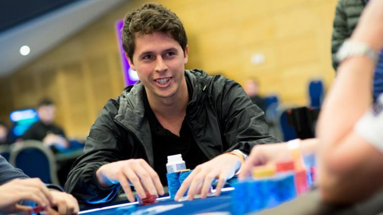 "Bruno ""great dant"" Volkmann faz FT no $1.050 Thursday Thrill/CardPlayer.com.br"