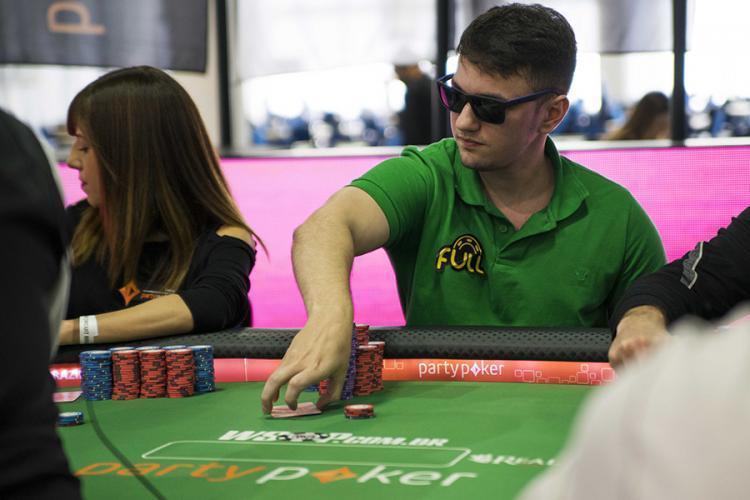 Renan Aziz conquista a tríplice coroa dos torneios online/CardPlayer.com.br