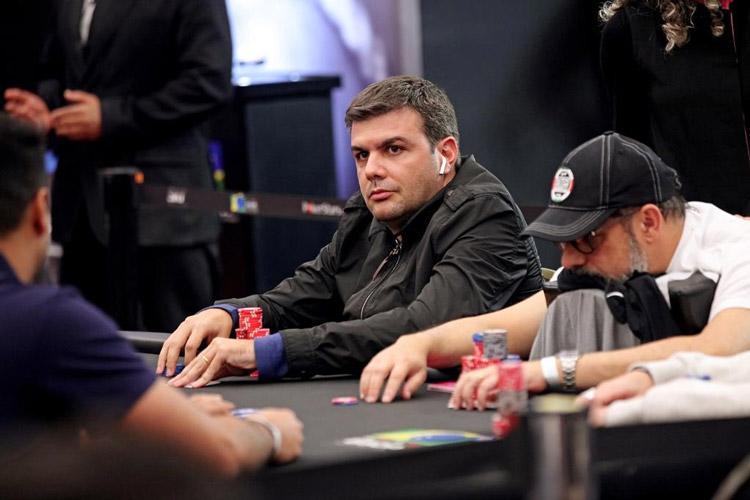 Victor Nicolato lidera mesa final do maior Main Event da história do BSOP/CardPlayer.com.br