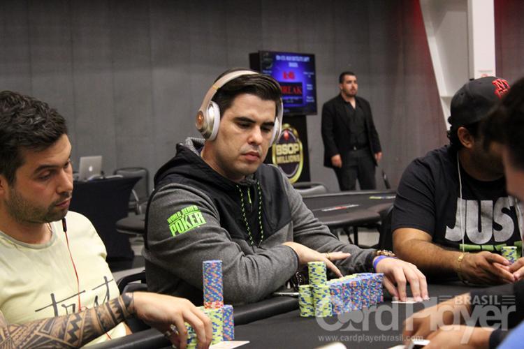 Guilherme Barbosa puxa a fila no Evento 49 da WSOP/CardPlayer.com.br