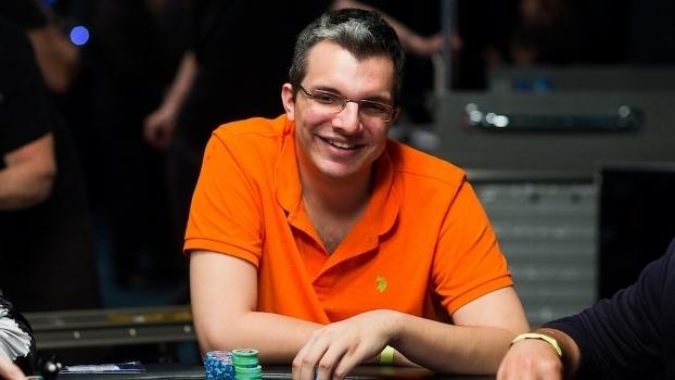 """Douglas """"Dowgh-Santos"""" Ferreira sobe ao pódio do $530 Bounty Builder High Roller/CardPlayer.com.br"""