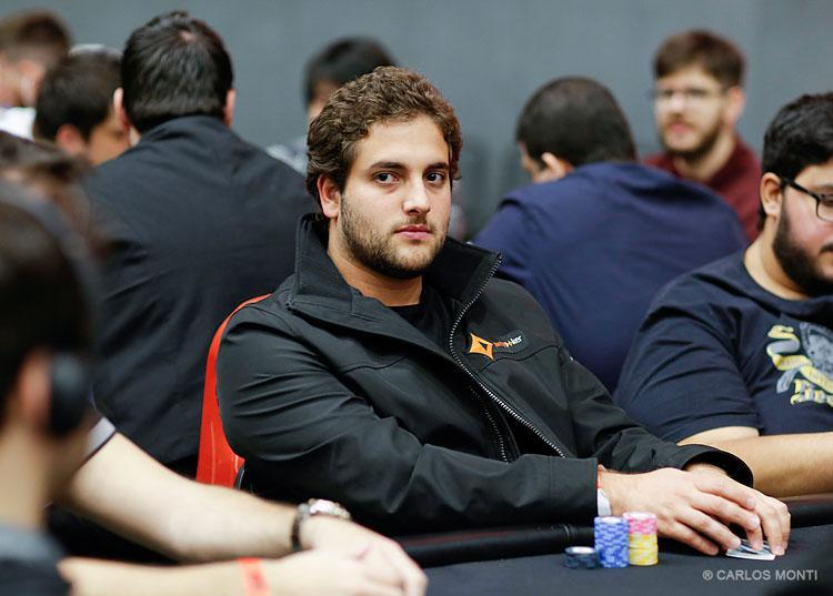 João Simão apronta no $215 Monday 6-Max/CardPlayer.com.br