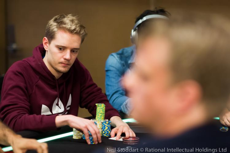 "Linus ""LLinusLLove"" Loeliger fatura US$ 99 mil nos high stakes/CardPlayer.com.br"