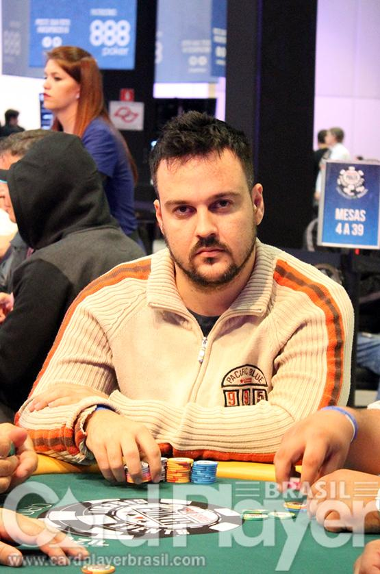 "Fabiano ""kdrAS"" Teixeira fatura US$ 110 mil no Sunday Million/CardPlayer.com.br"