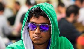 "Upeshka ""gomezhamburg"" De Silva fatura terceiro bracelete de ouro/CardPlayer.com.br"