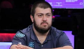 Scott Blumstein abre grande vantagem na mesa final do Main Event da WSOP/CardPlayer.com.br